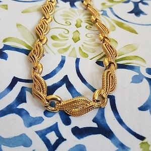 Jewelry - Vintage Gold Metal Choker Style Necklace